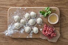 生肉饺子烹调 库存照片