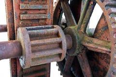 生锈内在工作红色水坝轮子 库存照片