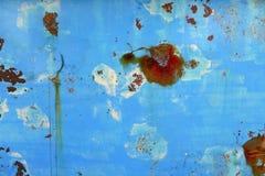 生锈变老的蓝色小船grunge船身的铁 免版税库存照片