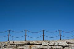 生锈海滩链范围的hastings 免版税库存图片
