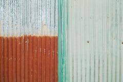 生锈的关闭镀锌铁 免版税库存照片