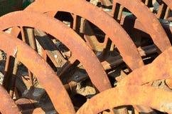 生锈的农厂耙 库存图片