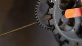 生锈的减速火箭的技工时钟齿轮 股票视频