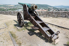 生锈的历史的大炮, Trencin,斯洛伐克 库存图片