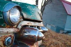 生锈的古色古香的绿色汽车车灯 库存图片