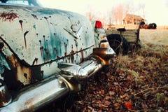 生锈的古色古香的绿色车厢 库存照片