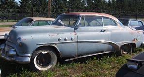 生锈的古色古香的轿车 库存照片