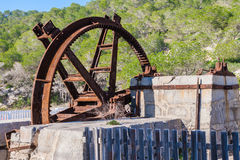 生锈的和被腐蚀的watermill轮子 免版税库存照片