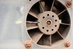 生锈的尘土排气扇 免版税库存图片