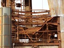生锈的工业废墟。 免版税库存图片