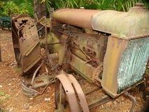 生锈的拖拉机 免版税库存照片