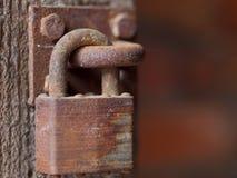 生锈的挂锁 库存图片
