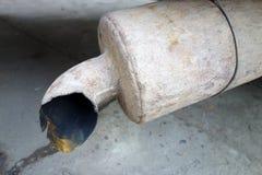 生锈的排气管 库存照片