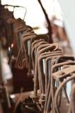 生锈的木运转的钳位 免版税库存照片