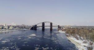 生锈的未完成的桥梁在基辅,乌克兰 联合的汽车和地铁桥梁建设中 影视素材