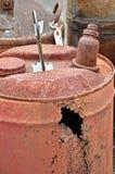 生锈的气体罐头仍然有价值 库存照片