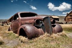 生锈的汽车击毁 库存图片