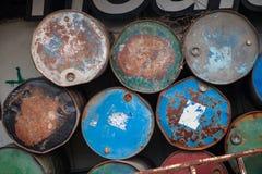 生锈的油桶 免版税库存图片