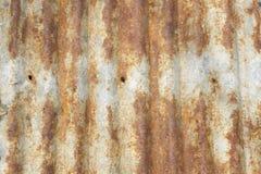 生锈的波纹状的金属屋顶纹理 免版税库存照片