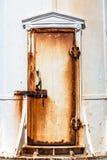 生锈的灯塔门 免版税图库摄影