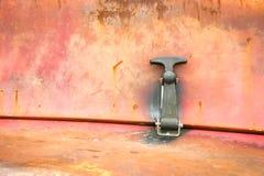 生锈的盘区和门闩 免版税库存图片
