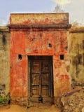 生锈的神色门印地安人村庄 免版税库存照片
