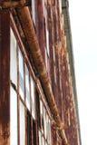 生锈的窗架倾斜看法  免版税库存图片