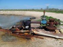 生锈的管子和泵浦 免版税库存图片