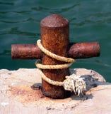 生锈的系船柱 库存图片