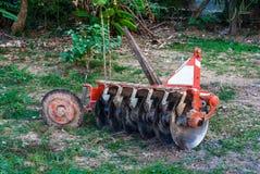 生锈的老圆盘耙,农业工具 免版税库存图片