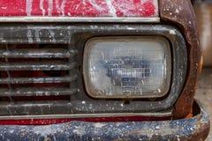 生锈的老汽车面具 库存图片