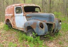 生锈的老葡萄酒送货卡车 库存图片