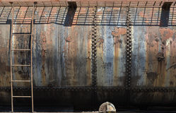 生锈的老铁路燃料支架 图库摄影