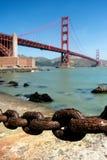 生锈的老链子,金门桥 库存照片