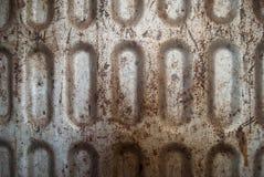 生锈的肮脏的被抓的金属织地不很细背景 免版税库存图片