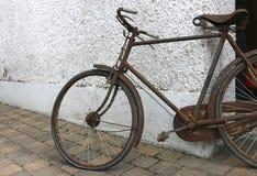 生锈的自行车,欧洲 免版税库存照片