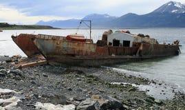 生锈的船, Puerto威廉斯, Isla Navarino,智利 免版税图库摄影