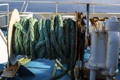 生锈的船绞盘 库存图片