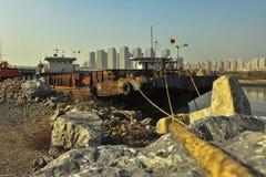 生锈的船 免版税库存照片