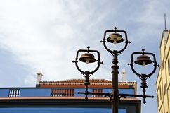 生锈的葡萄酒街灯在老镇,西班牙 库存照片