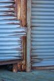 生锈的蓝色门 库存图片