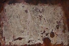 生锈的表面米黄金属片 生锈的纹理背景 铁锈和烧伤在老金属 在米黄篱芭的铁锈 库存照片
