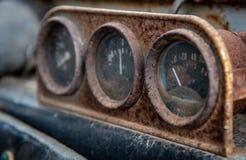 生锈的被腐蚀的汽车仪表板 库存照片