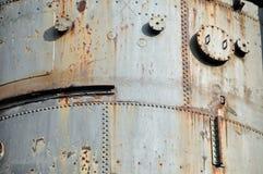 生锈的被铆牢的钢板 免版税库存照片