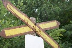 生锈的路轨横穿标志 免版税库存照片