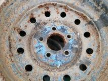生锈的金属合金轮子汽车 图库摄影