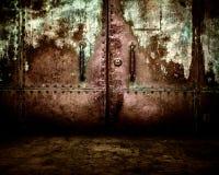 生锈的金属背景内部阶段 免版税库存照片