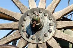 生锈的金属螺栓和坚果 免版税库存照片