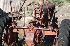 生锈的钢拖拉机 免版税库存图片