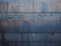 生锈的钢船船身 库存照片